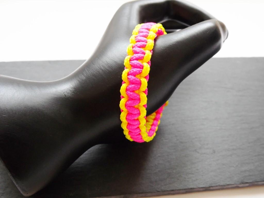bec98d2a77b5 Bracelet paracorde rose fluo et jaune fluo - bracelet de survie - Nessygan