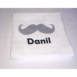 Lange bébé personnalisée moustache pailletée par un prénom