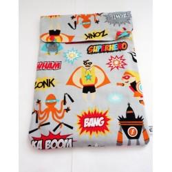 Ardoise effaçable avec une housse imprimée Super Héros.