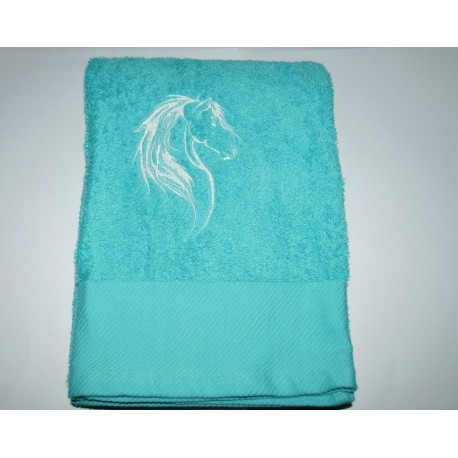 serviette de bain brod e d 39 un cheval personnalis e par un pr nom nessygan. Black Bedroom Furniture Sets. Home Design Ideas