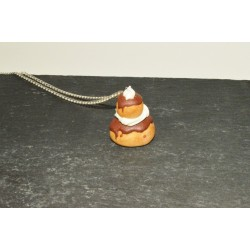 Sautoir religieuse au chocolat et chantilly