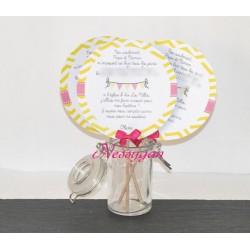 Faire-part chevrons fanions jaune et rose pour un mariage, baptême