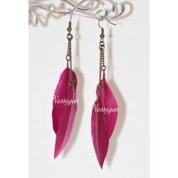 Boucles d'oreille avec plumes rose fuschia