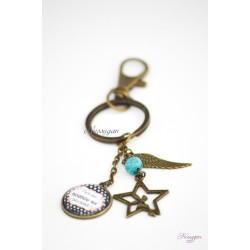 """Porte-clef """" Tu es une nounou qui déchire ! """" avec aile d'ange et fée"""