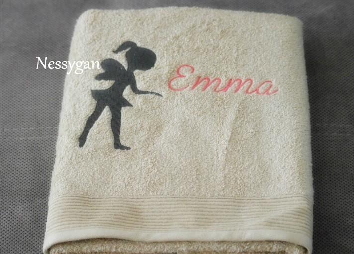 9cbb0d6109c7 Serviette de toilette brodée d une fée personnalisée par un prénom