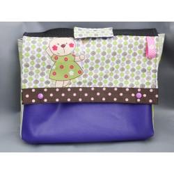 Cartable enfant en simili cuir violet en route pour la maternelle