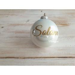 Boule de Noël blanche en verre personnalisée par un prénom