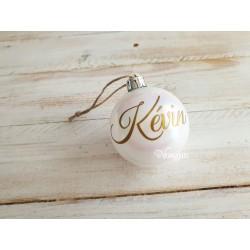 Boule de Noël blanche nacré personnalisée par un prénom