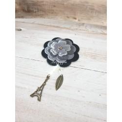 Broche fleur nuance de gris avec perle Swarovski
