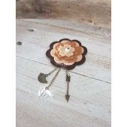 Broche fleur marron avec perle coeur Swarovski