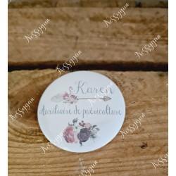 Badge personnalisé flamant et fleurs rond infirmière, aide-soignante, sage-femme