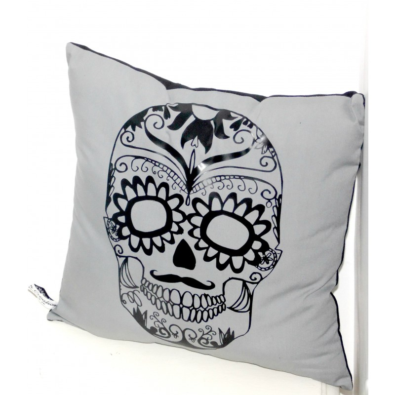 coussin skull d co gris noir nessygan. Black Bedroom Furniture Sets. Home Design Ideas