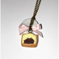 Collier tranche de quatre-quart avec chocolat