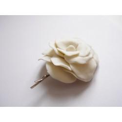 Barrette rose blanche pour mariée