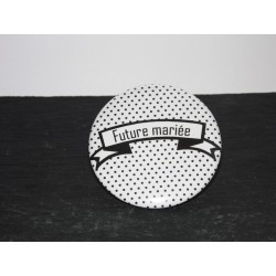 Badge pour future mariée noir à pois blanc